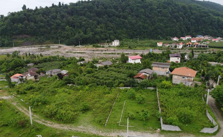 زمین شهرکی با چشم انداز کوه